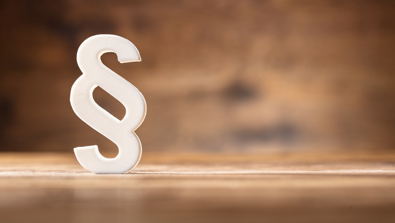 Close-up Of A White Paragraph Symbol On Wooden Desk